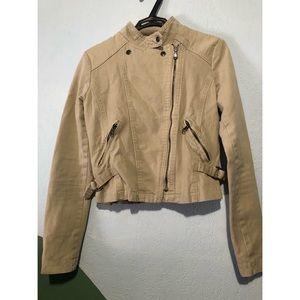 Cute beige jacket.